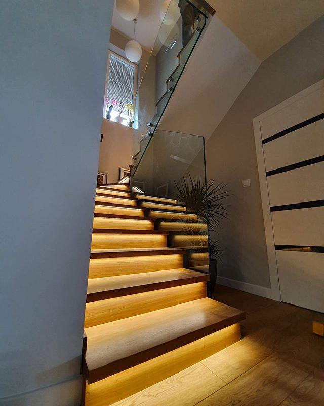 Szklana balustrada na schody