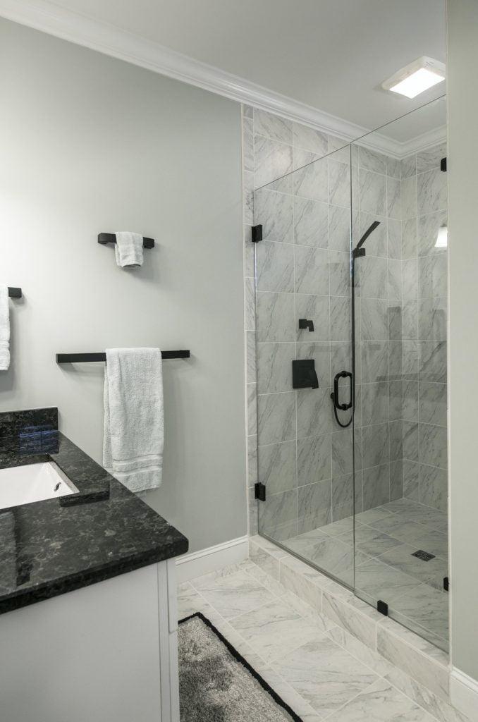 Kabina prysznicowa w nowoczesnej łazience
