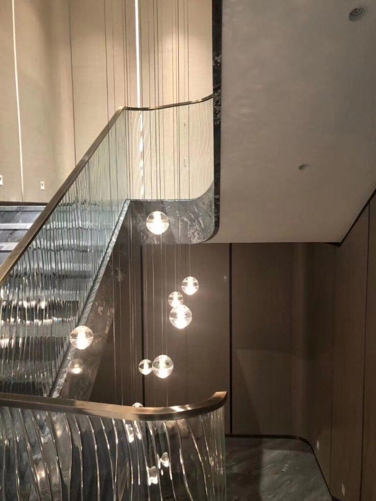 Szkło topione w balustradzie schodowej